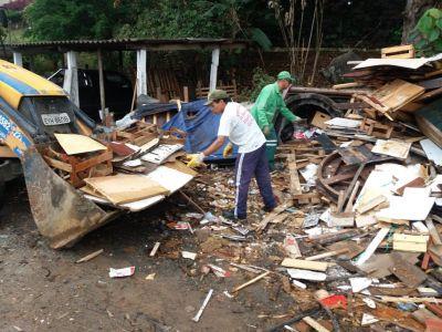 Resíduos foram removidos pela Proguaru nesta segunda-feira