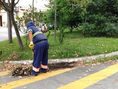 Após chuvas do final de semana, equipes executam serviços de zeladoria na cidade