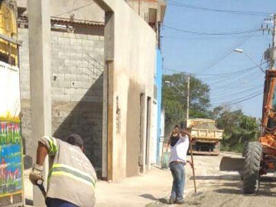 Prefeitura trabalha na pavimentação da Estrada do Capão Bonito