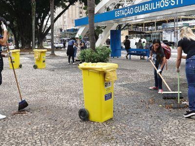 Alunos da UnG realizam limpeza da Praça IV Centenário com apoio da Proguaru
